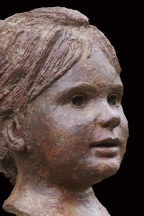 portret kleuter in brons