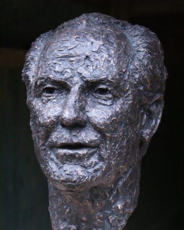 portret man brons
