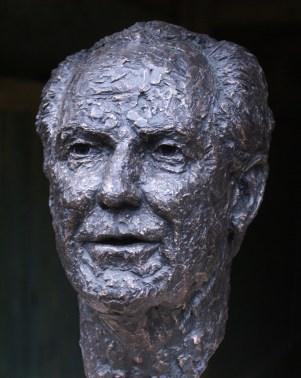 bronzen man