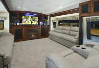 Fifth Wheel Campers with Front Living Rooms | Roy Home Design