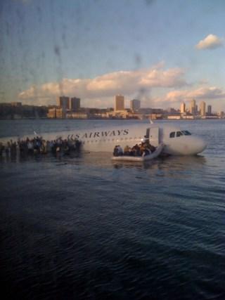 Letadlo US Airways v řece Hudson. Foto: Janis Krums/Twitter