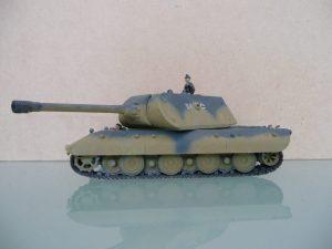 Model czołgu E-100 z wieżą Mausa w skali 1:72