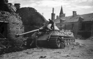 Tygrys II zniszczony przez Brytyjczyków w Normandii (Operacja Overlord)