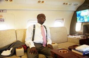 David Oyedepo dans l'un de ses jets privés