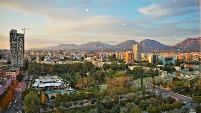 Hendeku i mirëqenies në Shqipëri! Tirana më e pasura, Kukësi më i varfri thellon hendekun