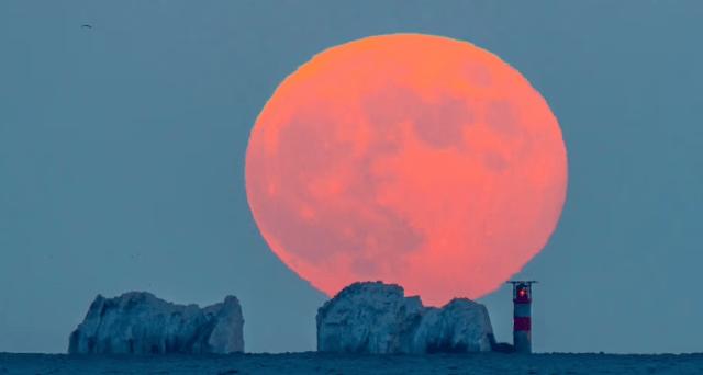 'Hëna Luleshtrydhe' do të ndriçojë sot qiellin!
