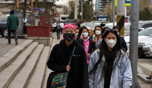 New York Times: Shtetet që u mbështetën te vaksinat kineze, po përballen me rritje drastike të rasteve të reja me Covid-19