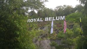 Dit is die naambord van die reënwoud reservaat in die noorde van Maleisië, wat grens aan Thailand.