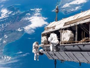 Ruimtevaarders buite die ruimtestasie