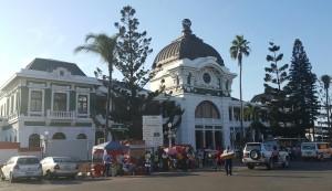 Die ou stasiegebou van Maputo is een van die bekendste geboue in die stad. Die baken in die middestad word as een van die Top 5 wêreld treinstasiegeboue beskou en die Mosambiekse owerheid ontsien geen moeite nie om te in stand te hou.