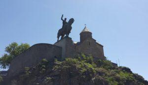 Die Metechi Kerk troon bo die ou deel van Tbilisi uit.