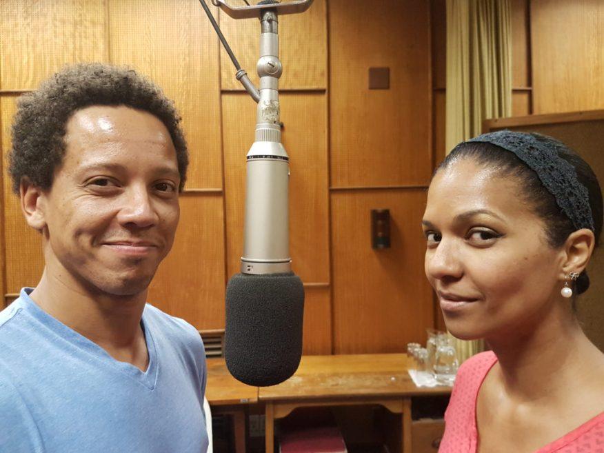 Koib( Marvin-Lee Beukes) en Kois (Leande Valentyn) is die verliefdes in BOEGOE VANNIE LIEFDE deur Hans du Plessis en musiek deur Lize Beekman.