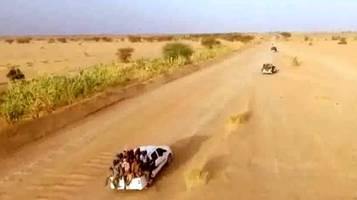 Gambia, giovani che partono
