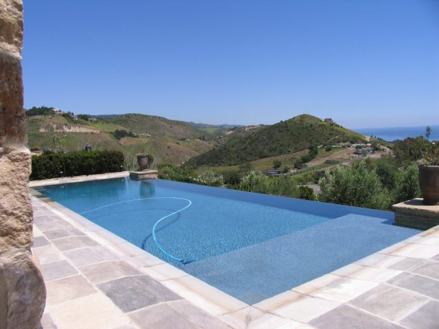 Winding Way Pool View