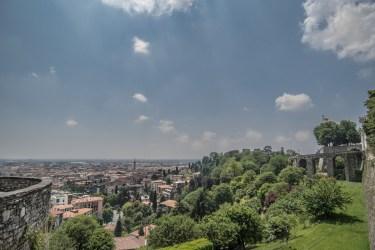 Vista di Bergamo bassa da Viale delle Mura