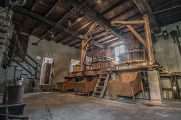 Sala macine con attrezzi originali. Mulino Vecchio. Bellinzago Novarese.