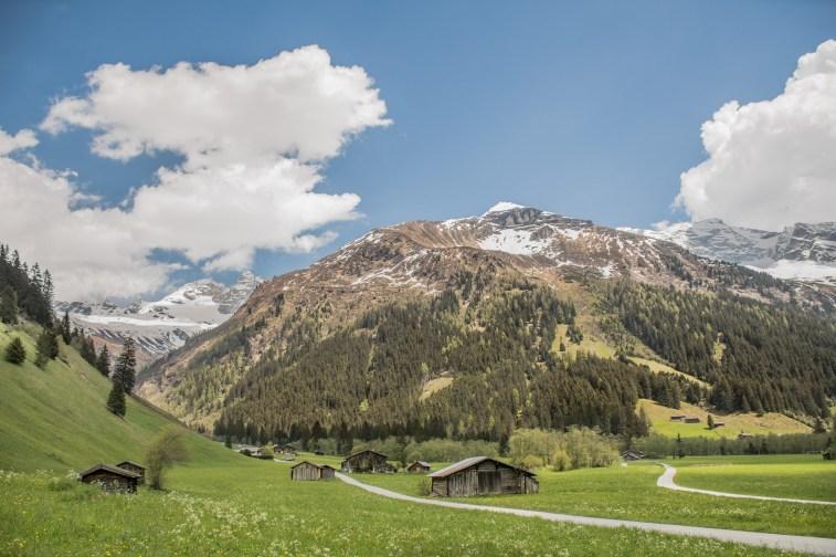 Il bivio all'ingesso dell'Area Naturale protetta della Valle di Valsertal