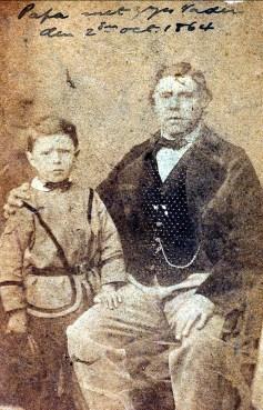 1864, Arnold der Kinderen (1857-1918), 7 ans avec son père Frans Johan der Kinderen (1821-1883) 43 ans