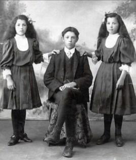 1907, Bernadette (1895-1975), Hermas (1891-1923) et Germaine (1896-1990) Fournier
