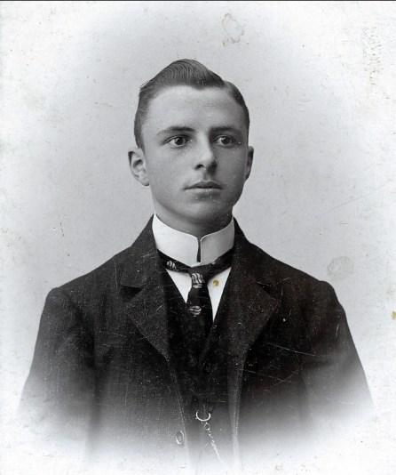 1907, Frans der Kinderen à 16 ans