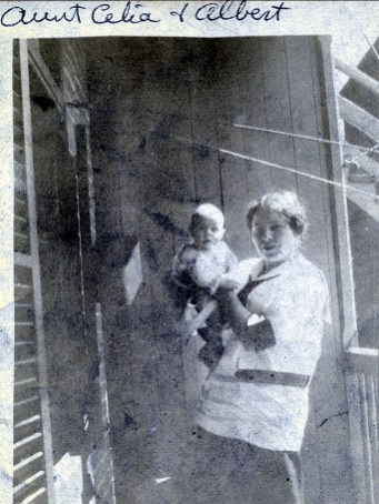 1913, Aunt Cecilia Rochford et Albert Thivierge, rue Frontenac