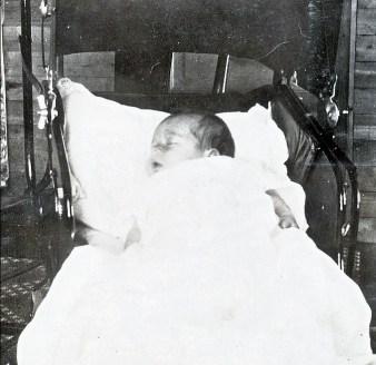 1917, Jeanne de Kinder et ses belles grosses joues