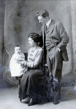 1917, Shawinigan Falls - Jeanne, Germaine et François de Kinder