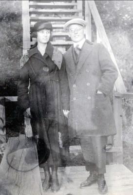 1919, Mlle Coba Krapels et Jean der Kinderen (Onkel)