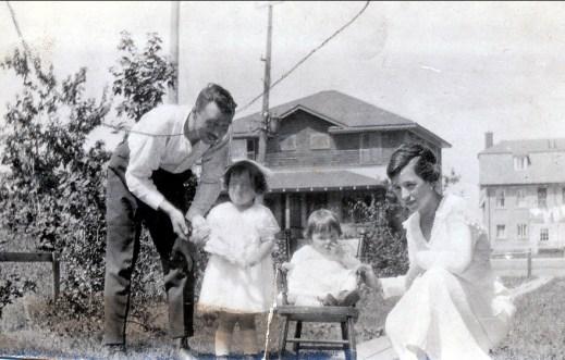 1920, Shawinigan Falls, François, Jeanne, Henriette et Germaine de Kinder