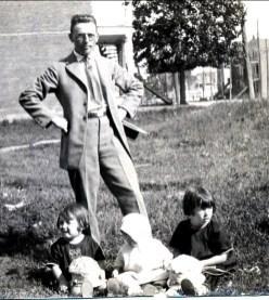 1922, 22 juillet, Jean (onkel) avec Henriette, Gaby et Jeanne