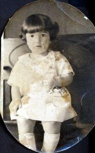 1923, Gabrielle de Kinder - 2 ans