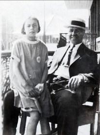 1923 approx Laurette et son père Horace Thivierge