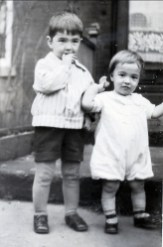 1926, Louis et Robert de Kinder - rue St-Urbain