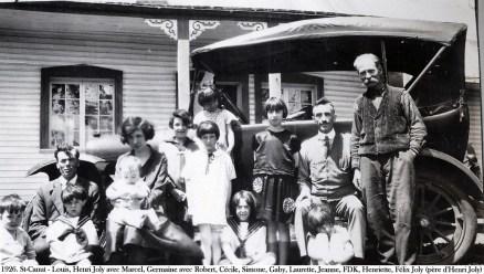 1926, chez tante bernadette. M. Cardin à gauche de Félix Joly - (2)