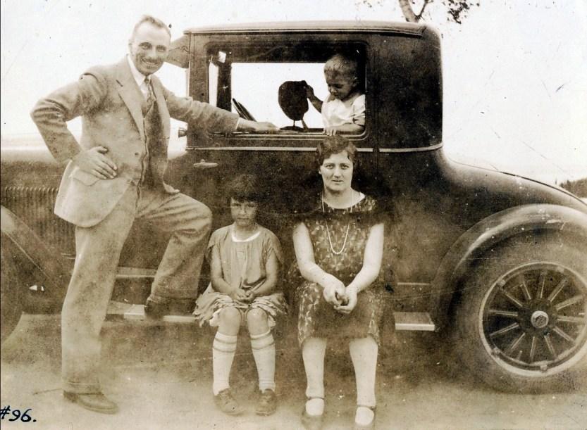 1927, François de Kinder, Henriette de Kinder, miss Alida Baubt et Robert de Kinder à Shawinigan