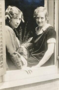 Alida Daudt est arrivée de Hollande en 1926 pour aider Moe dans les tâches domestiques. Au début de 1927, elle devint aide domestique pour Germaine de Kinder