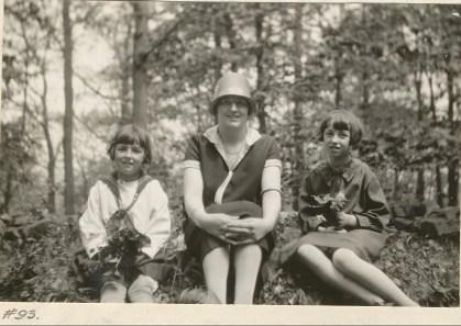 1927, Henriette de Kinder, miss Alida Daubt et Jeanne de Kinder