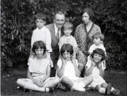 1928, 2 septembre 1e Jeanne, Henriette, Gaby, 2e Louis, FDK, Robert, Germaine et Maurice
