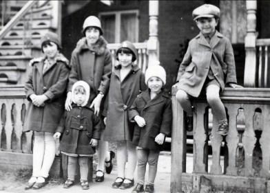 1928, Henriette, Jeanne avec Maurice, Gaby, Robert et Louis