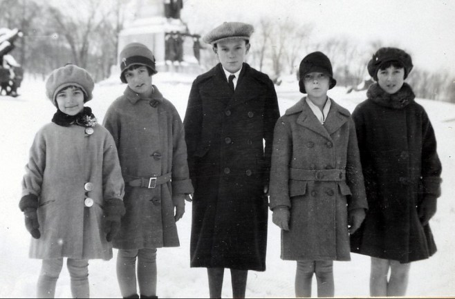 1928, décembre - Gaby et Henriette de Kinder, Charles et Rita Fournier et Jeanne de Kinder