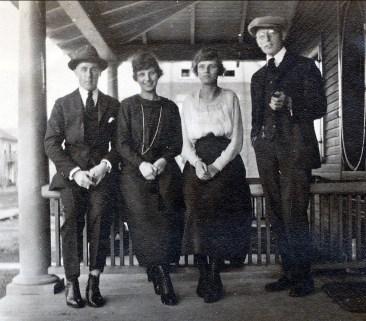 1930, approx Frank Williams, Coba Krapels et sa soeur Anna Krapels et Onkel