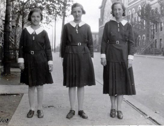 1933, Gaby, Henriette et Jeanne de Kinder, rue St-Urbain