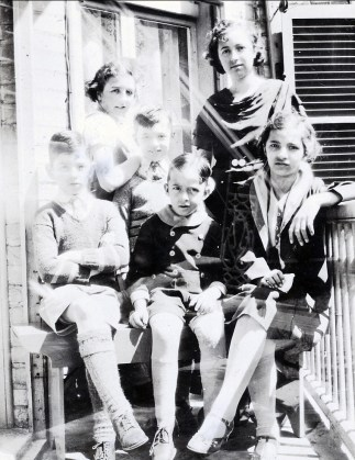 1933, approx Louis, Henriette, Robert, Maurice, Jeanne et Gaby