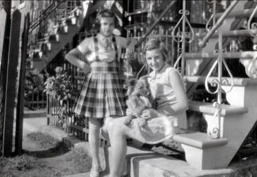 1934, Gaby et Henriette de Kinder avec Teddy