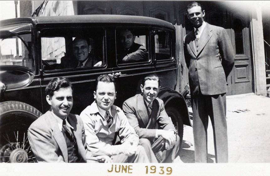 1939, Johnny Sofio à gauche, Ti-Lou Bergeron au volant, ..., ..., Albert Thivierge à droite