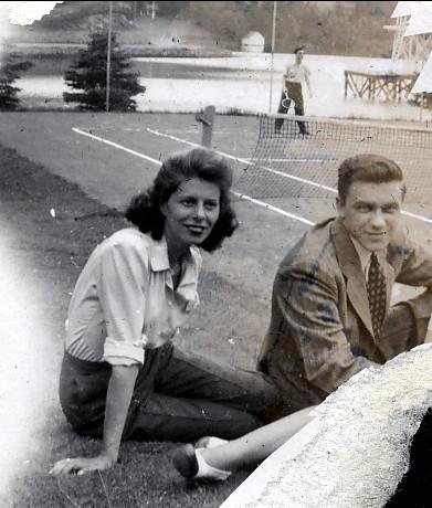 1940 approx Laurette Thivierge avec son cousin,