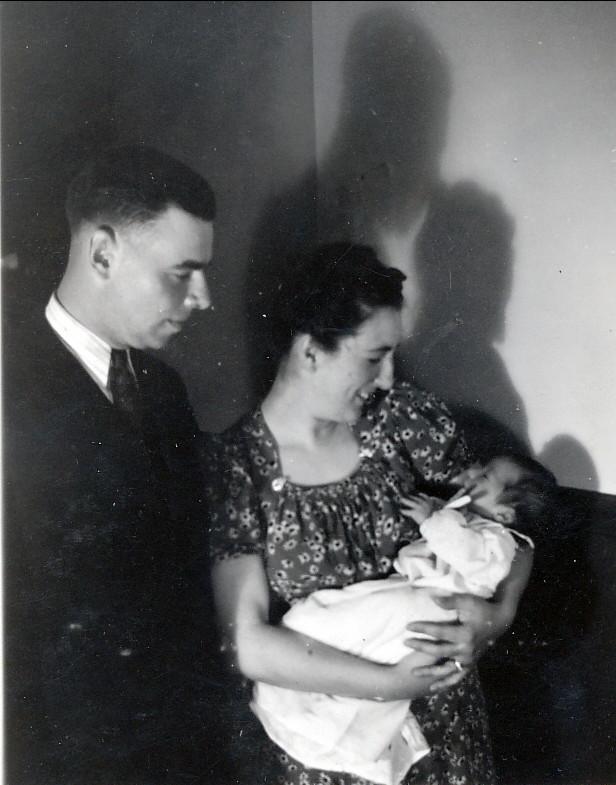 1941, Albert, Henriette avec Paulette - à vérifier