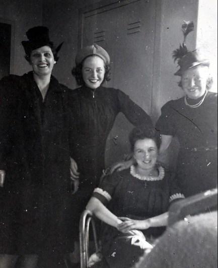 1941, Helen Thoms, Anna George, Henriette de Kinder, Myrtle George
