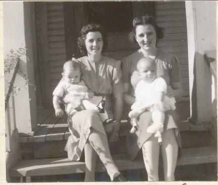 1941, Simone avec Claude et Henriette avec Paulette