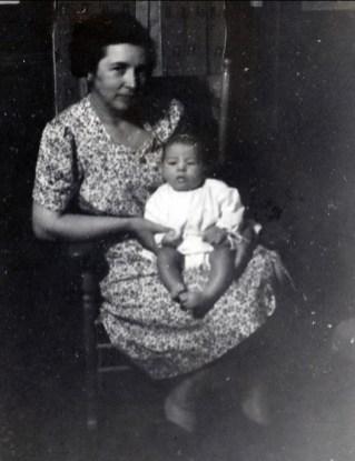 1942, Germaine et Marc (5 mois)